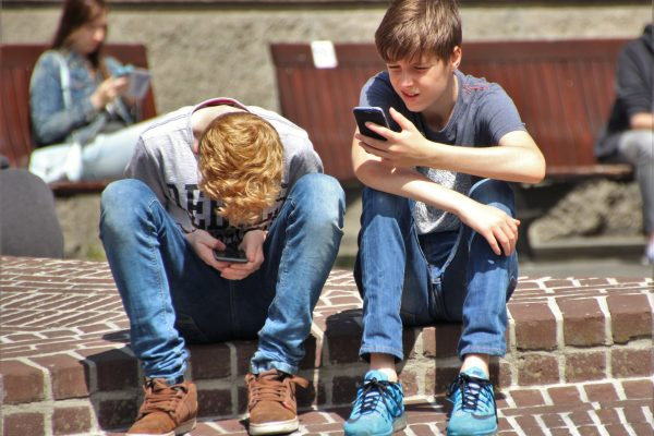 Why Kids of the 21st Century Should Be Given a Mobile Phone?