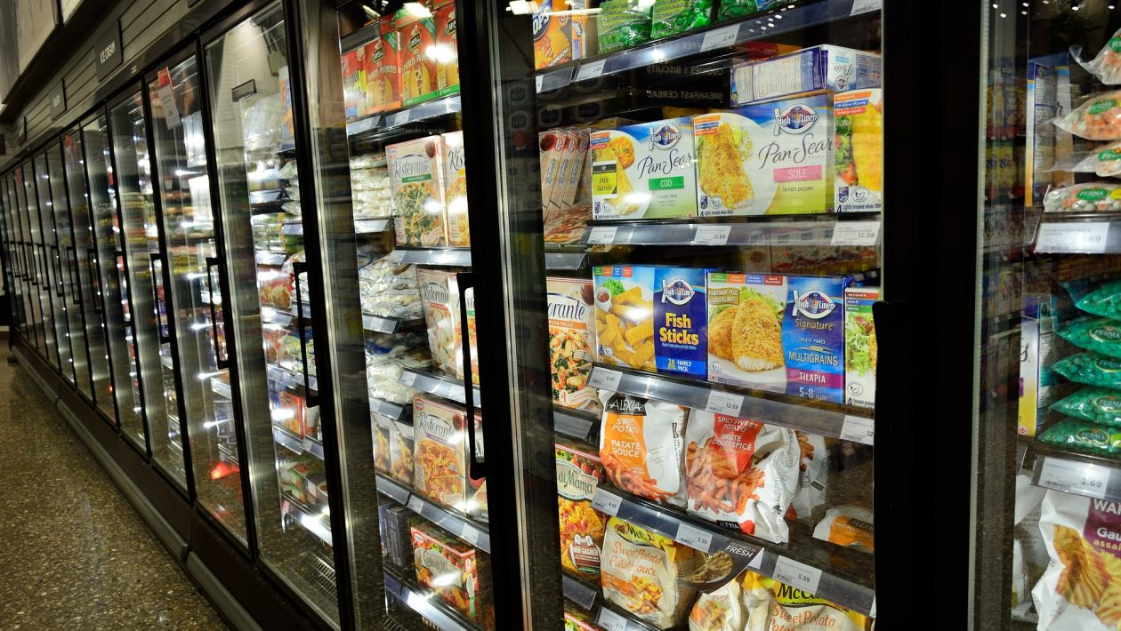 food packaging with coronavirus