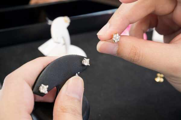 clean diamond jewelry