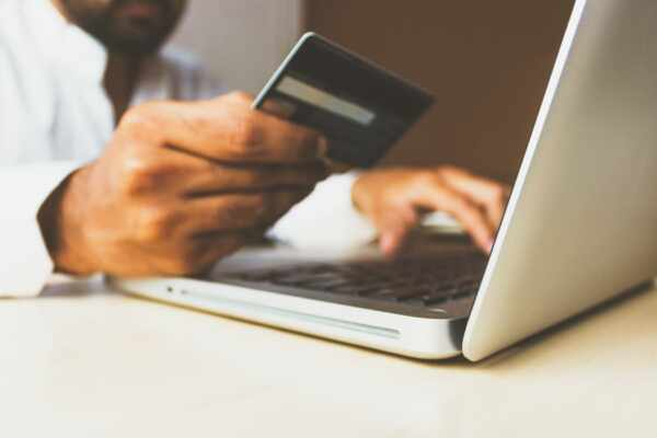 Shopping Online in the UAE